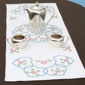 product id 56033 Starburst of Hearts Table Runner